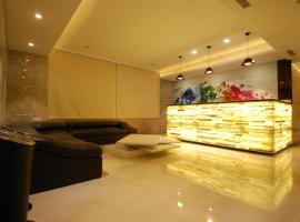 Playotel Inn Sapphire Star, hotel in Indore