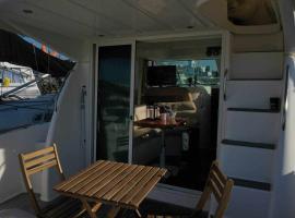 Yate de lujo en getxo Luxury yacht in Getxo, hotel in Getxo