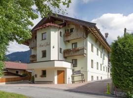 Hotel Haus Tirol, hotel near Koglbahn, Brixen im Thale