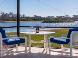 South Facing Lake View Villa-4602, villa in Kissimmee