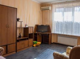 Уютная квартира в районе ХБК на ул.Ворошилова, д.29а, гостиница в Шахтах