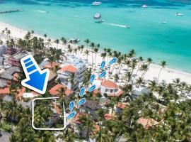 BEACH STUDIO 4 people - BBQ, WiFi, beach amenities, pickup from airport, kitchenette - PLAYA LOS CORALES, spa hotel in Punta Cana