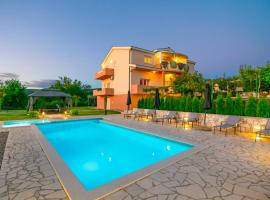 Prunus-Luxurious Holiday Home With a Private Pool, hotel in Imotski