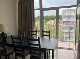 Great spot very close to Bois de la Cambre and ULB, hotel in Brussels