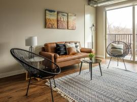 1 BR and 2 BR Apts by Frontdesk, apartment in Ames