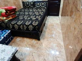 Room in Guest room - Aggarwal Guest House In Cream Location, hotel in New Delhi