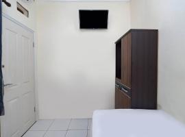 OYO Life 2751 Deyo Kost, hotel near Tanjung Mas Harbour, Semarang