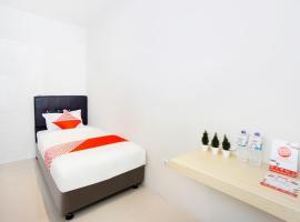 OYO 2599 First Living, отель в Джокьякарте