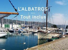 L' ALBATROS vue sur le port, hotel in Fécamp