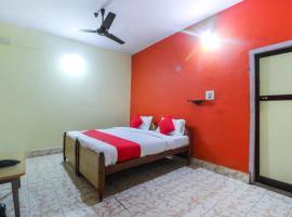 OYO 62870 Ashrya Comforts, hotel in Napoklu
