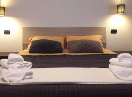 Il brindisi di C & C Castelli Romani, hotel in Pomezia