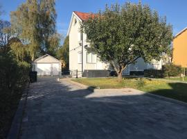 2 bedrooms with private kitchen, private bathroom and parking, boende i Gävle