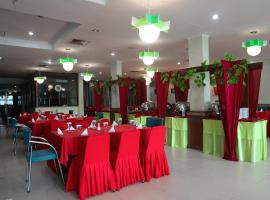 OYO 742 Mona Plaza Hotel, hotel in Pekanbaru