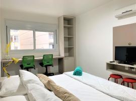Apartamento impecável FM - RETIRADA DAS CHAVES MEDIANTE AGENDAMENTO COM UMA HORA DE ANTECEDÊNCIA COM ANDREIA OU LUIS, pet-friendly hotel in Porto Alegre