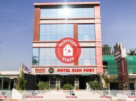 OYO 23994 Rich Fort, hotel in Kushālnagar