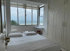 Apartamento a Beira da Praia de Copacabana, apartment in Rio de Janeiro