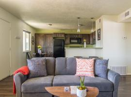 Central and Creative 2BR Apt, vacation rental in Albuquerque