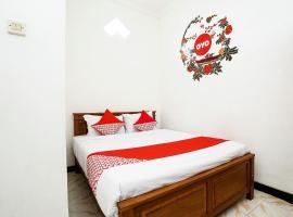 OYO 302 Karolin Homestay, hotel near Tlogomas Recreation Park, Malang