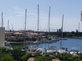 CAP D AGDE T2 rénové idéalement situé et exposé, hotel in Cap d'Agde