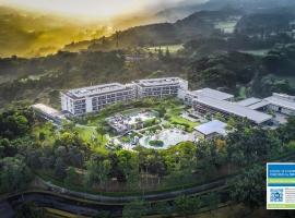 Royal Tulip Gunung Geulis Resort and Golf, hotel with jacuzzis in Bogor