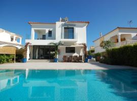 Villa Valhalla - Free Heated Swimming Pool - by bedzy Vilamoura LUX, vacation home in Vilamoura