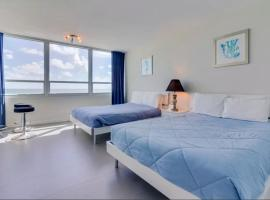 Oceanview studio on beach with pool, gym, bars, and FREE Parking, villa in Miami Beach