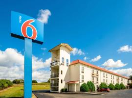 Motel 6-Hazelwood, MO, hotel near Lambert - St. Louis International Airport - STL,