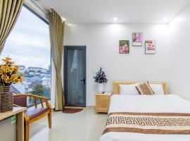 Palm Flower Hotel - City Centre, hotel in Da Lat