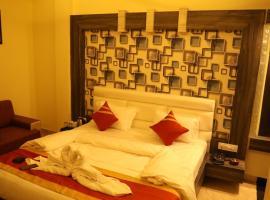 RRC HOTEL, hotel in Mahoba