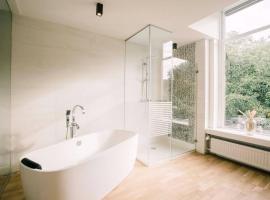 Stadsvilla luxe suite Sophie apartment no-hotel, apartment in Tilburg