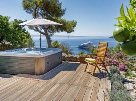 Villa Karina - Unique location with jacuzzi, hotel in Split