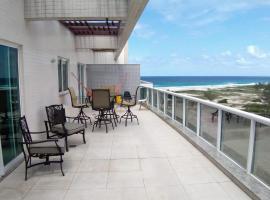 Linda Cobertura vista para o mar no Le Bon Vivant, hotel with jacuzzis in Arraial do Cabo