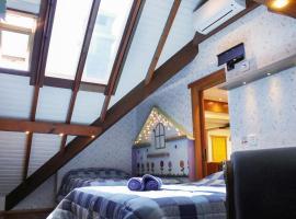 Apto completo 4quartos 16pess Climatizado, hotel with jacuzzis in Gramado