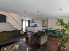 Luxe apartment - Ooststraat 7 Domburg IJsvogel, budget hotel in Domburg