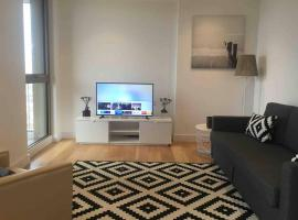 GRAND SERVICED APARTMENT*****, apartment in Croydon