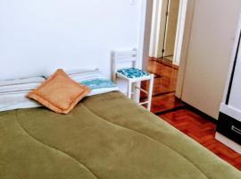 Próximo ao Consulado - Quarto Inteiro, hotel near Porto Alegre Country Club, Porto Alegre