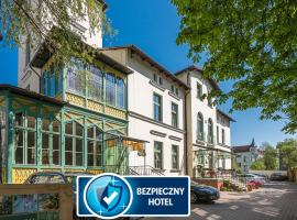 Hotel Villa Sedan Sopot, hotel near Crooked House, Sopot