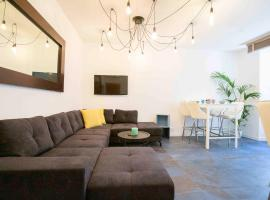 Townhouse in historic district of Vieil Antibes 14 people, hotel with jacuzzis in Antibes