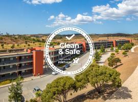 Algarve Race Resort - Apartments, hotel in Portimão