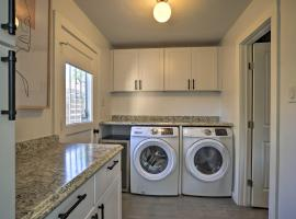 Stylish Albuquerque Home about 6 Miles to Downtown, vacation rental in Albuquerque