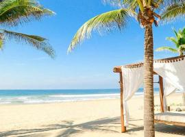 Luxury Beachfront Villa with Hotel Service - Las Palmas F24, hotel near Ixtapa-Zihuatanejo International Airport - ZIH,