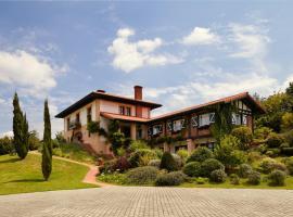 Hotel Ibarra, hotel in Llantada