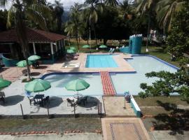 Hotel Santa Fe Campestre, hotel in Santa Fe de Antioquia