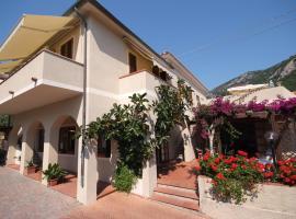Hotel Corallo, hotel near Cabinovia Monte Capanne, Pomonte