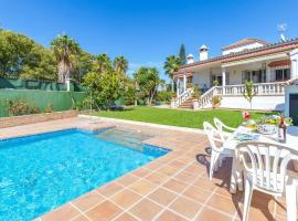 Amazing home in El Santiscal with Outdoor swimming pool, WiFi and 5 Bedrooms, casa o chalet en Arcos de la Frontera