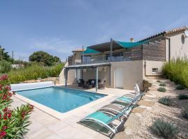 Luxurious Villa near River in Cesseras, holiday home in Paris