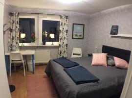 Dubbelrum med extrasäng på markplan i lugnt villaområde, privat indkvarteringssted i Malmø