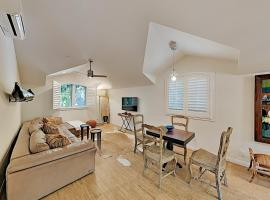 Chic Casita - Walk to Beach & Four Seasons apts, vacation rental in Santa Barbara