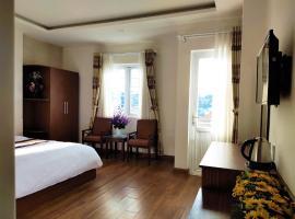 New Hampton Suits-Tam Xuan Centre Hotel, family hotel in Da Lat