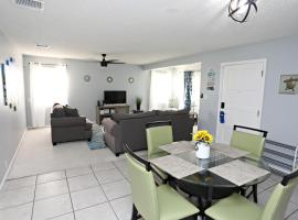 Cozy home 3.3 mi to beach and 2 min golf course., hotel in Clearwater